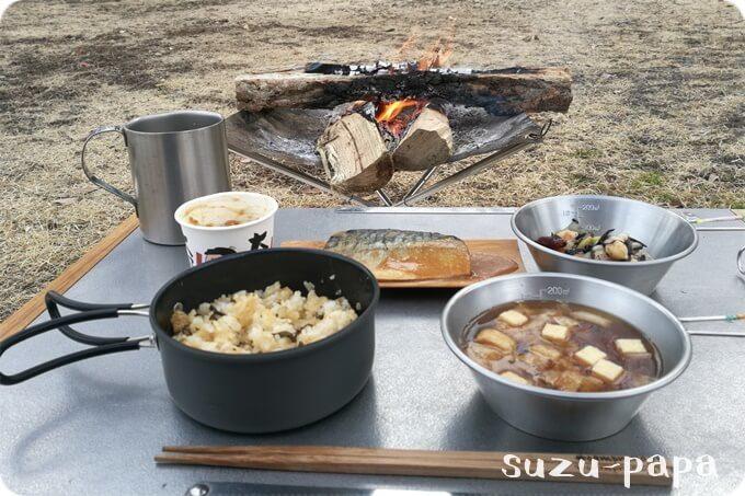 ソロキャンプの朝食風景