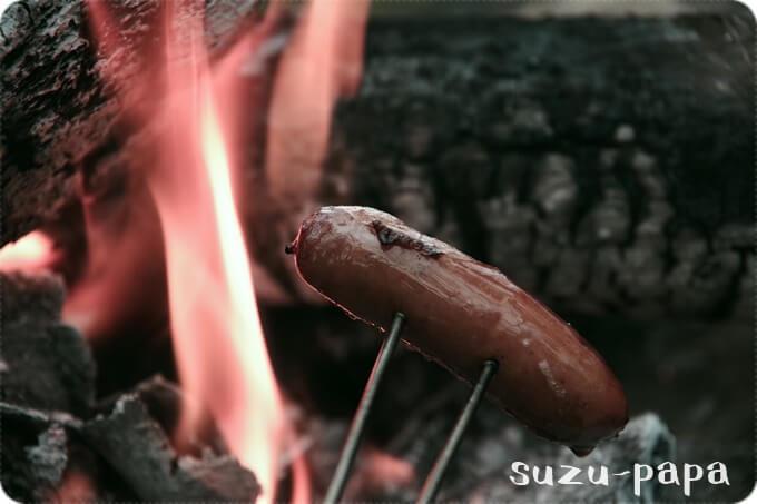 焚き火でウィンナーくるくる