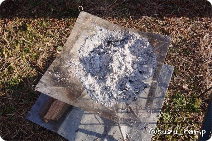 焚き火の灰