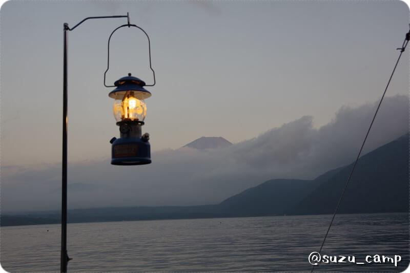浩庵キャンプ場 富士山とランタン